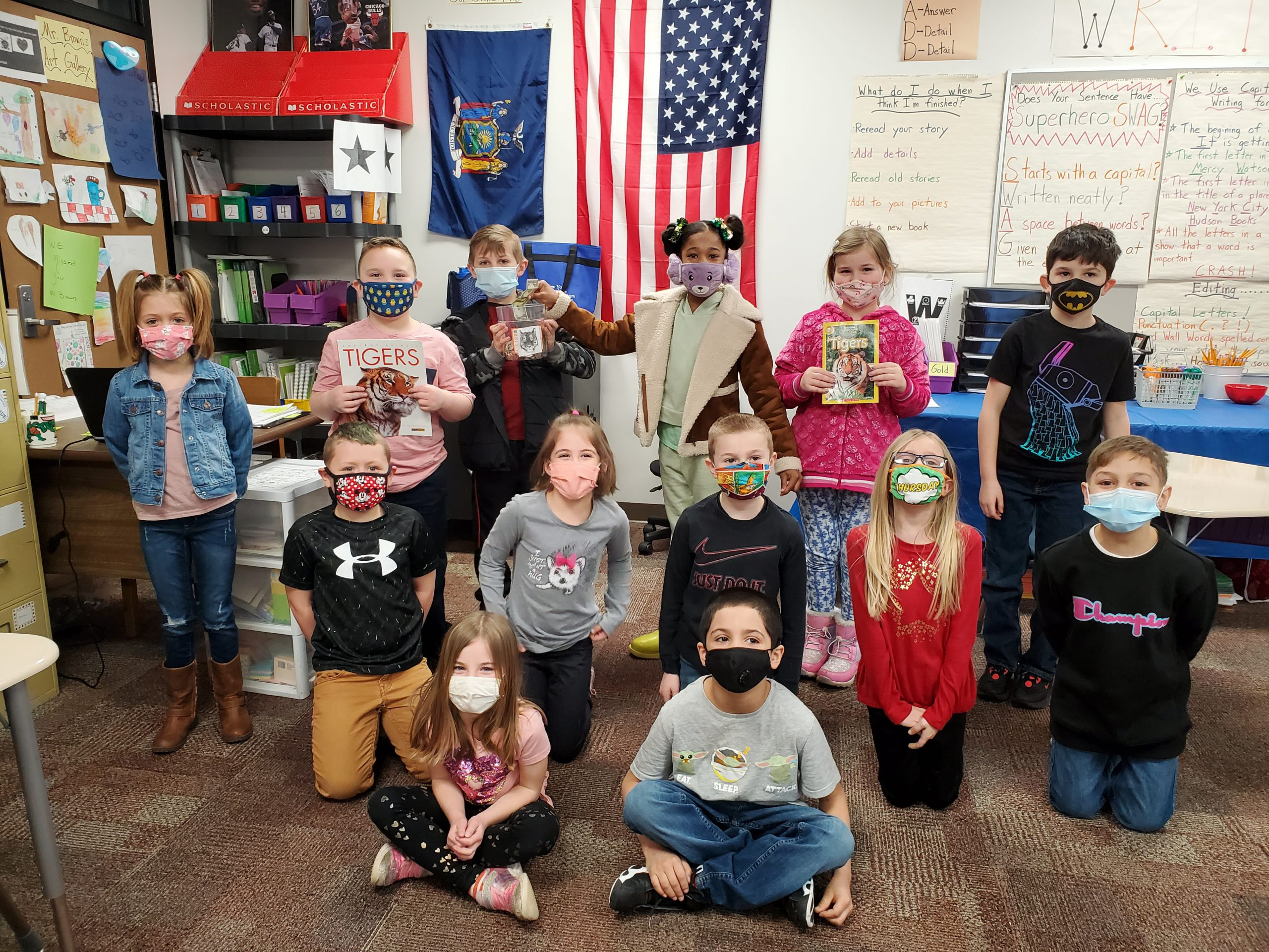 large class of elementary students with mask on